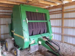 NICE JOHN DEERE 566 ROUND BALER NET WRAP AND TWINE - $14300 (Chillicothe)