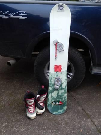 Nice Snowboard with Size 9 Women Van Boots Step In