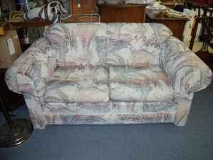 NICE, VERY CLEAN LOVE SEAT   (Country Expressions For Sale In Topeka, Kansas