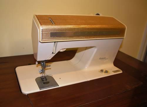 Nice Vintage 40s Singer Futura Model 40 Sewing Machine For Sale In Enchanting How To Thread A Singer Futura Sewing Machine