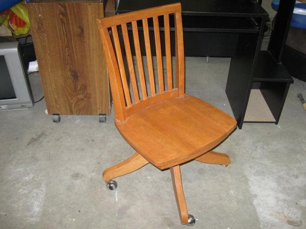 Nice Vintage Wood Swivel Chair 501 Bell Ave 103 Ames