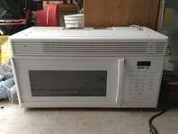 Nice white microwave
