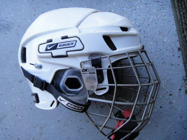 Nike Bauer 8500 White Hockey Helmet size XL with Cage - $40 Tonawanda