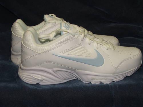 leninismo rango Saco  Nike View III Women's Walk, Run, Work Athletic Shoe White Sizes 6.5,7. for  Sale in Greenville, South Carolina Classified | AmericanListed.com