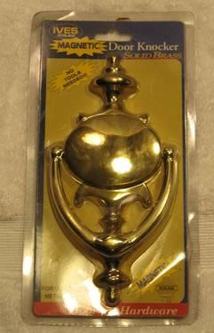 Genial NIP Ives Schlage Solid Brass Magnetic Door Knocker