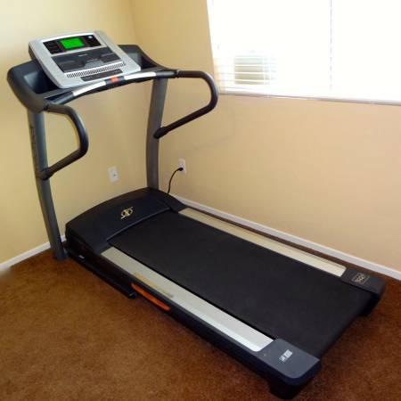 Nordictrack A2750 Pro Treadmill Excellent Condition