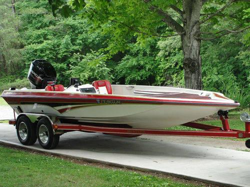 NORRIS CRAFT BASS BOAT 2000XLDvee