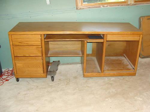oak computer desk for sale for sale in janesville wisconsin classified. Black Bedroom Furniture Sets. Home Design Ideas