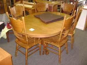 OAK DINING ROOM TABLE WITH 6 CHAIRS TABLE LEAF & PADS