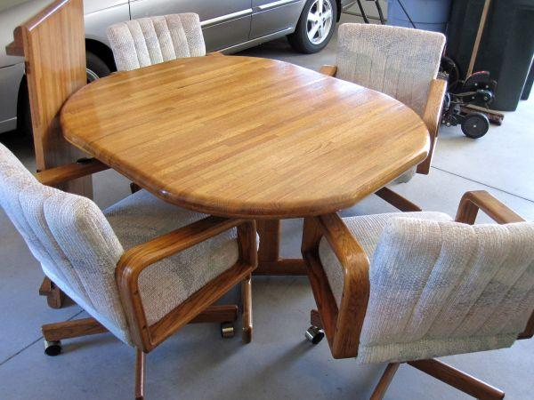 Oak Dining Set With 4 Caster Chairs Story City 10 Mi N