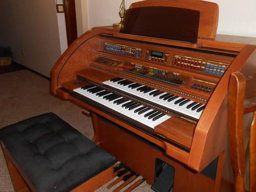 Oak Finish Lowrey Organ Century Model LC 50