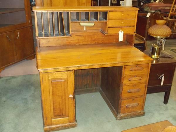 Oak Hutch Top Desk for Sale in Greenwich Pennsylvania