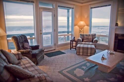 Ocean Front - Every Room has a View!