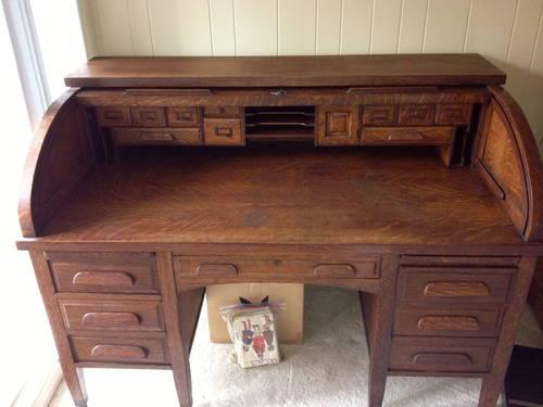 Old wooden desk. Solid wood for sale in La Jolla, California - Old Wooden Desk. Solid Wood. For Sale In La Jolla, California