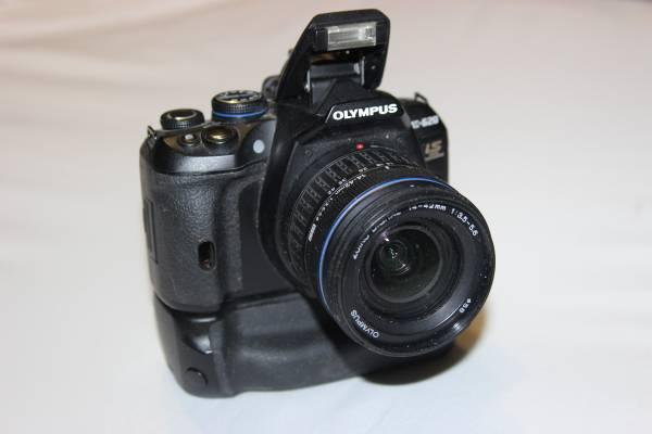 Olympus E-620 DSLR Camera Outfit