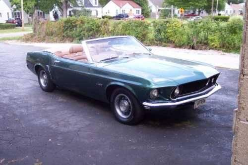 one owner mustang convertible rare colors clean for sale in springfield ohio classified. Black Bedroom Furniture Sets. Home Design Ideas