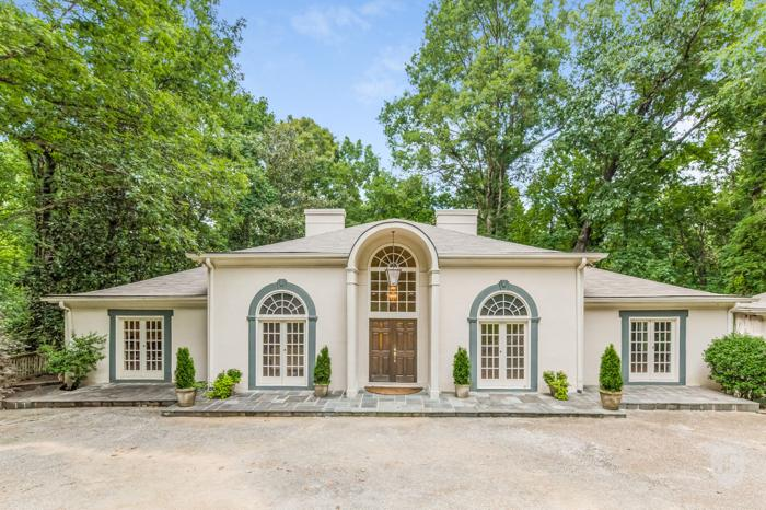 Open Floor Plan On Almost An Acre Lot In Buckhead