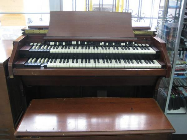 Organ for sale Hammond C3 with Leslie - $3900