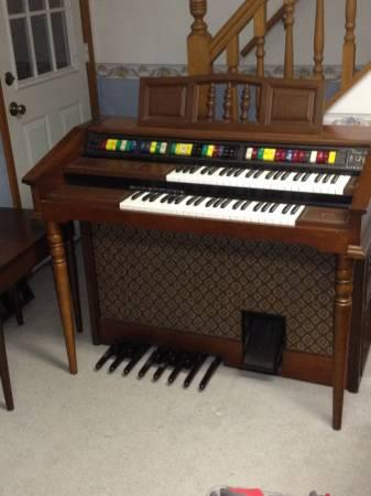 Organ Lowrey Magic Genie 44 75