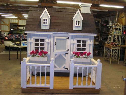 Outdoor playhouse/storage house