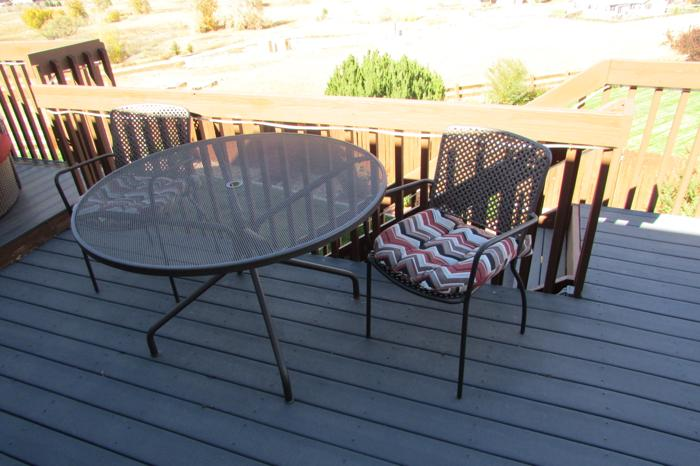outdoor round wrought iron table and 4 chairs