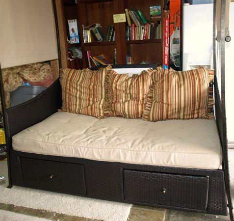 outdoor day bed with canopy - $550 (monroe)