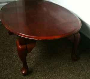 Exceptionnel Oval Claw Foot Coffee Table   $25 (Salem )