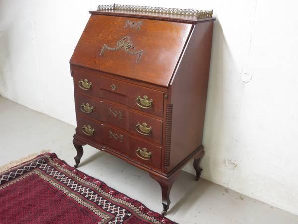 Superb Paine Furniture Oak Desk   $850
