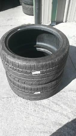 PAIR OF 285 35 ZR20 DUNLOP RUN FLAT TIRES 80% TREAD