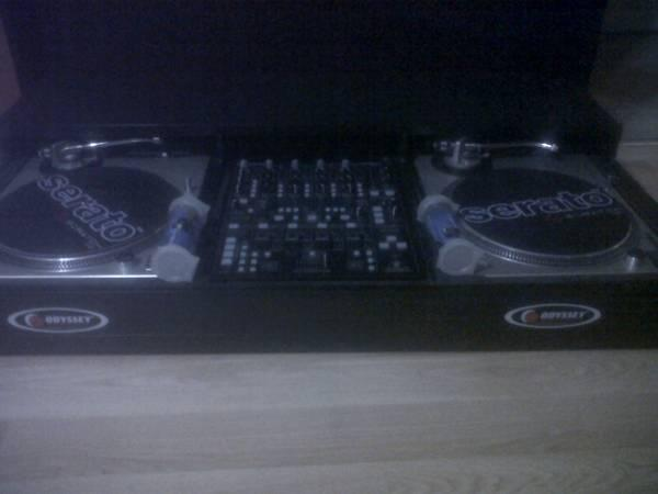 PAIR OF TECHNICS SL-1200MK2 DJ TURNTABLES