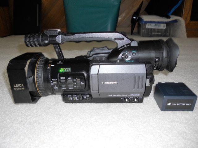 Panasonic DVX100b 3CCD Mini DV Professioanl Camcorder