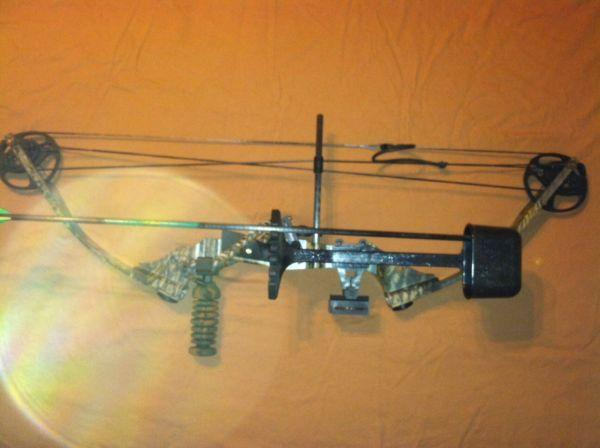 parker buck shot compound bow w extras martinsburg wv for sale in winchester virginia. Black Bedroom Furniture Sets. Home Design Ideas