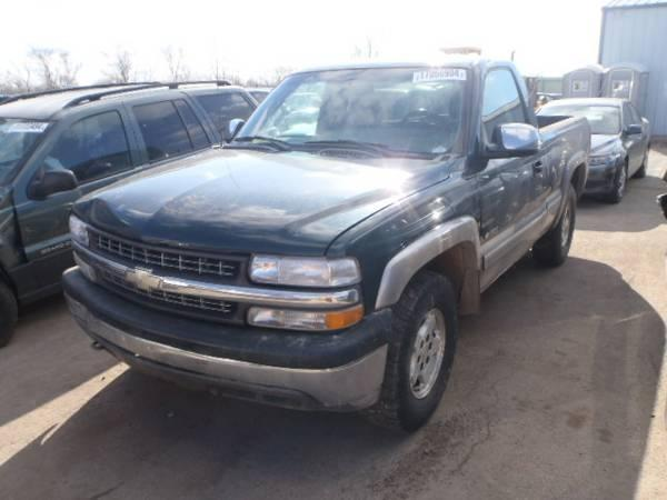 Parting out 2002 Chevrolet Silverado 1500 Chevy Truck 4