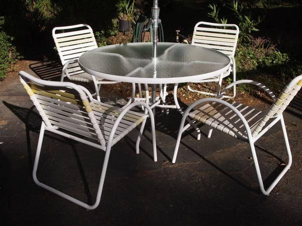 22 popular patio table and chairs with umbrella for Patio table and umbrella sets