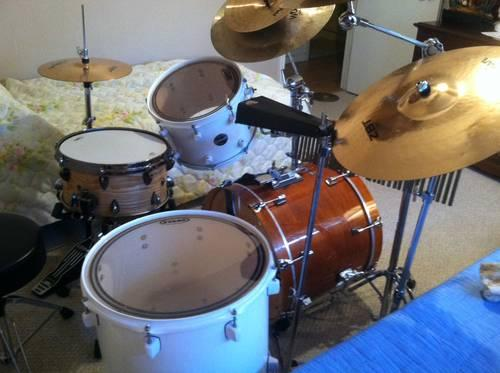 pearl export series 5 piece drum set for sale cream white very clean for sale in marrero. Black Bedroom Furniture Sets. Home Design Ideas