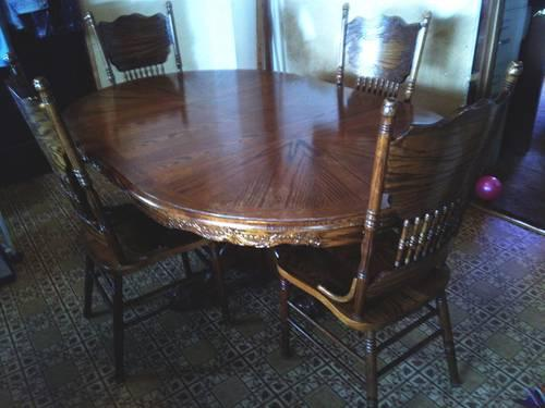 Pecan dining room table with 2 leaves and 6 chairs