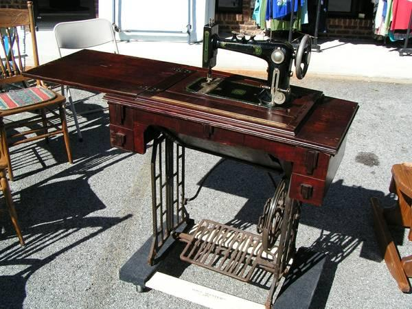 pedal sewing machine - $150