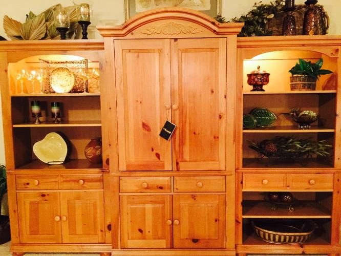 Perfect Condition Broyhill Fontana 3 Piece Wall Unit For