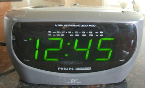 philips weatherband clock radio with dual alarms for sale. Black Bedroom Furniture Sets. Home Design Ideas