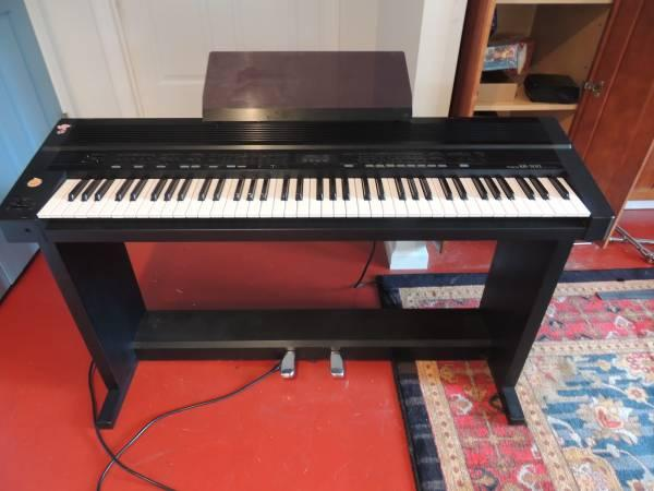 piano digital keyboard roland kr 500 for sale in trenton new jersey classified. Black Bedroom Furniture Sets. Home Design Ideas