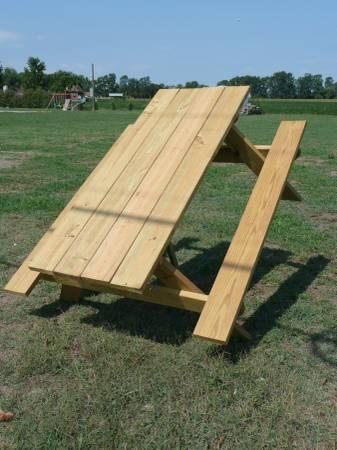 PICNIC TABLES AND CHAIRS   END OF SUMMER SALE   $100