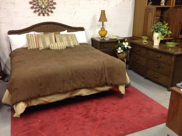 Pier 1 king size wicker bedroom set for sale in clarksville tennessee classified for Pier one wicker bedroom furniture
