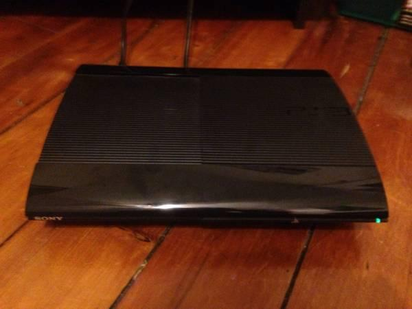 Playstation 3- ps3 super slim- 250 GB- 2 controllers- 5