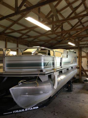 Pontoon~ 2001 Tracker Fishing Barge