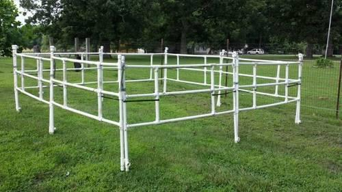 Portable collapsible horse corral or round pen for