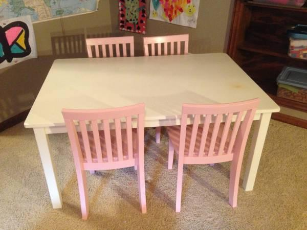 pottery barn kids white craft table and 4 pink carolina chairs for sale in bloomington. Black Bedroom Furniture Sets. Home Design Ideas