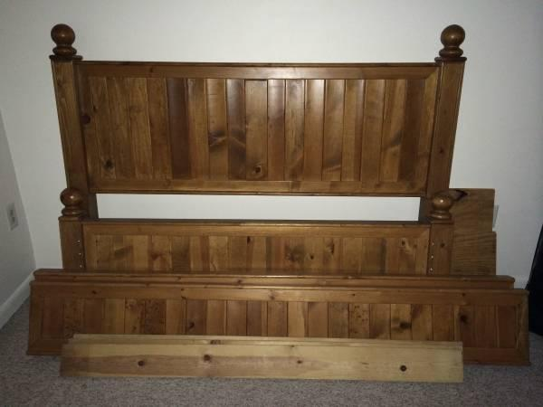 Pottery Barn Thomas Collection Queen Size Solid Wood Bed