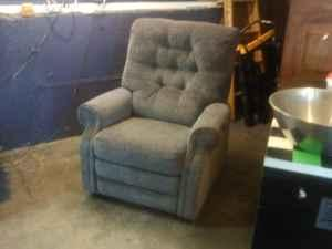 Power Lift Recliner - $450 (Topeka)
