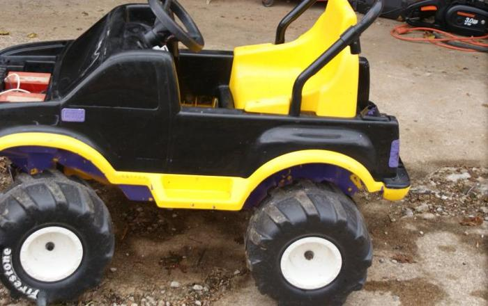 Power Wheels 4 x 4 Truck - WORKS GREAT , super FAST w Charger - $60 Westport Rd 40245