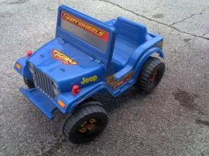 Power wheels hot wheels jeep battery powered ride on jeep for Hot wheels motorized jeep